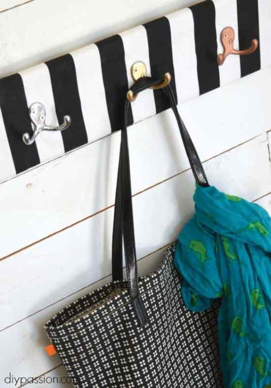 Fabric Entry Hooks Close Feature