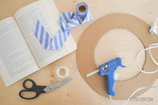 How to make a wreath from a book