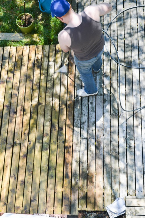 Pressuring washing an old deck