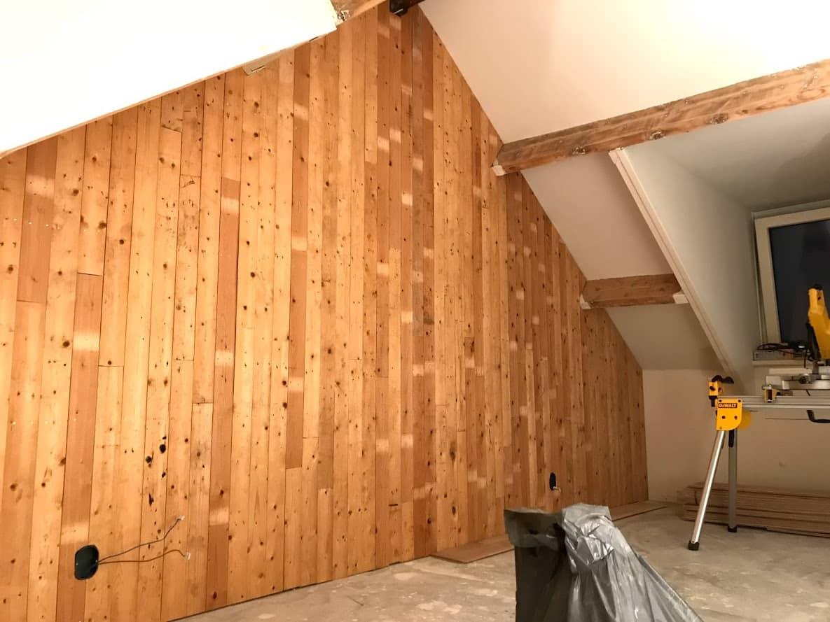 Wand met houten vloerdelen  diy projects