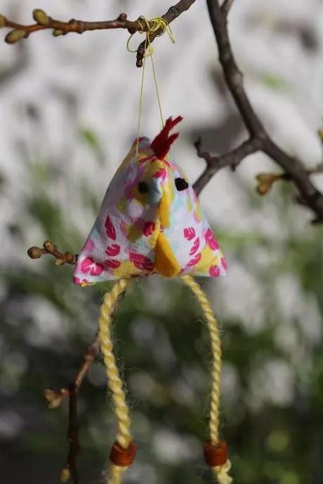 glad påsk höna