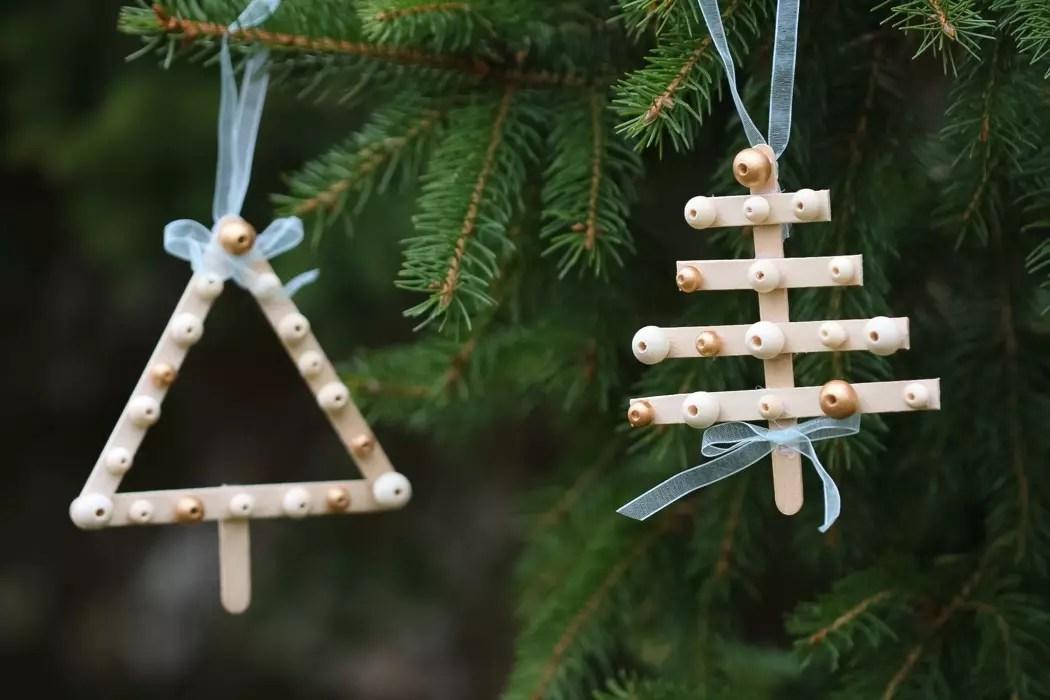 Julpyssel av trä
