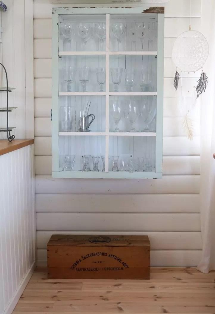 Bygga skåp med gammal fönster