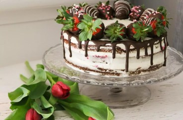 Redvelvet tårta med chokladdoppade jordgubbar 776e6450e7c24