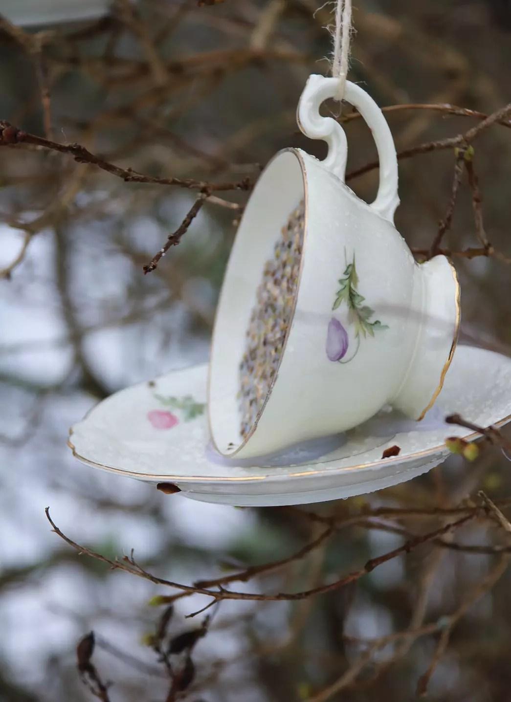 Fågelmatare av kaffekopp