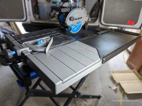 delta cruzer 7 inch tile saw vs dewalt