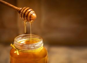 Treating Cheeks Pimples Using Honey