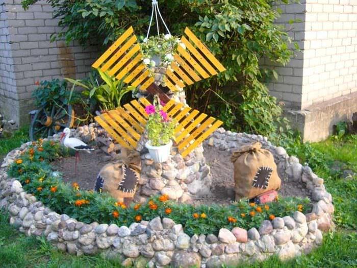 Bellissima decorazione del giardino con la fidanzata