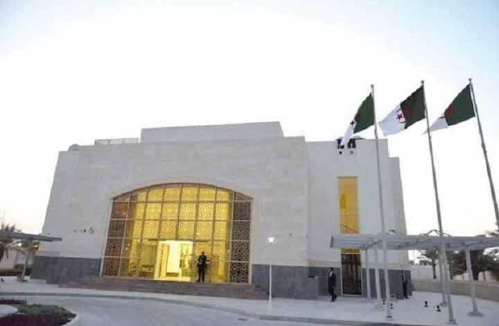 صورة سفارة الجزائر بالدوحة تعلن عن انتهاء مراجعة القوائم الانتخابية