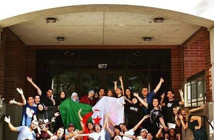 صورة فرصة لتلاميذ الثانوية لقضاء شهر واحد أمريكا