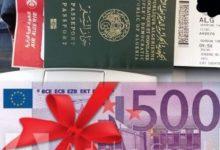 Photo de Des inconnus commercent avec des permis d'entrée au pays