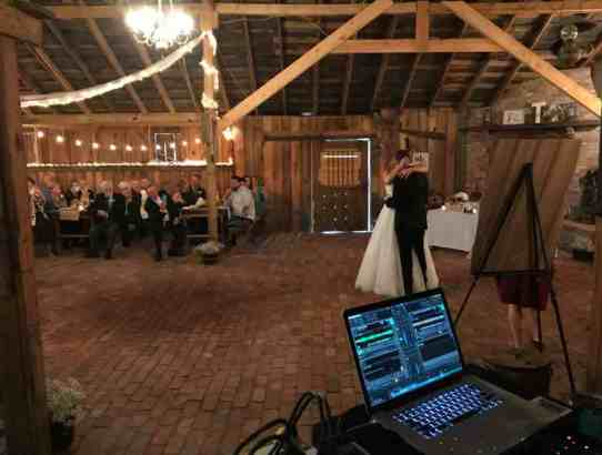 Battlefield-Barn-Wedding