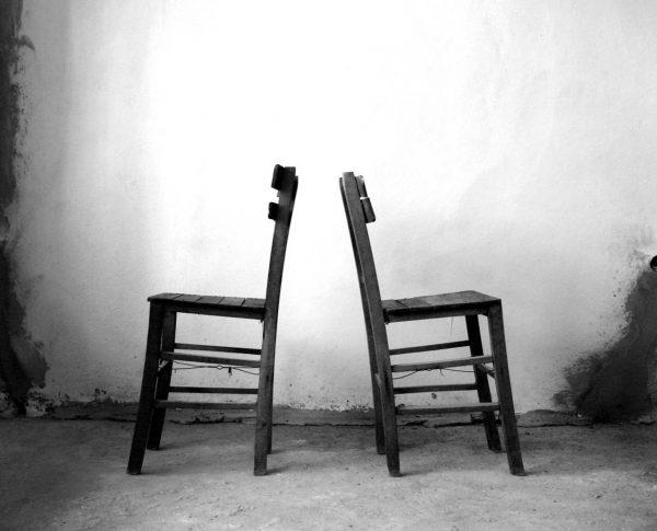 Twee lege stoelen