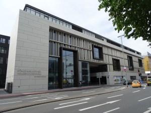 Stadtbibliothek und Volkshochschule im neuen Stadtfenster an der Steinschen Gasse. Foto: Petra Grünendahl.