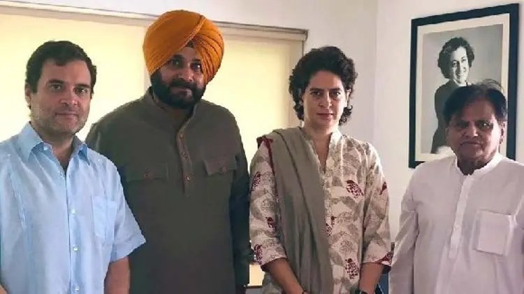 Sidhu meets Rahul Gandhi After falling-out with Capt