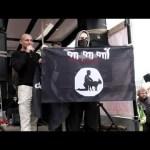 Polacy palą flagi ISIS i wzywają rząd do obrony przed imigrantami