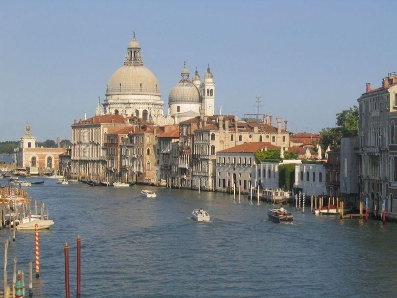 قناة الكبرى في مدينة البندقية