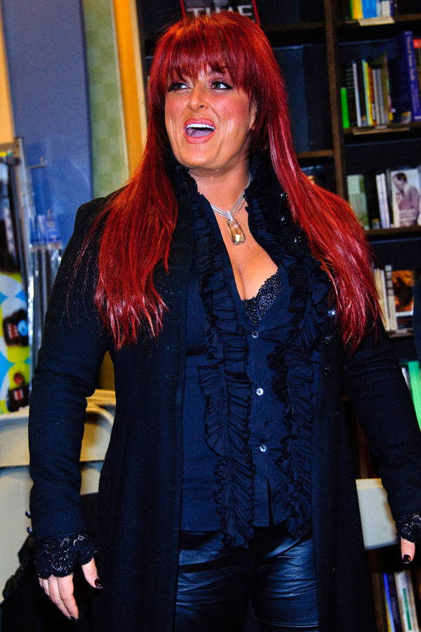 Wynonna Judd sheds weight by meditative walking  Page 3
