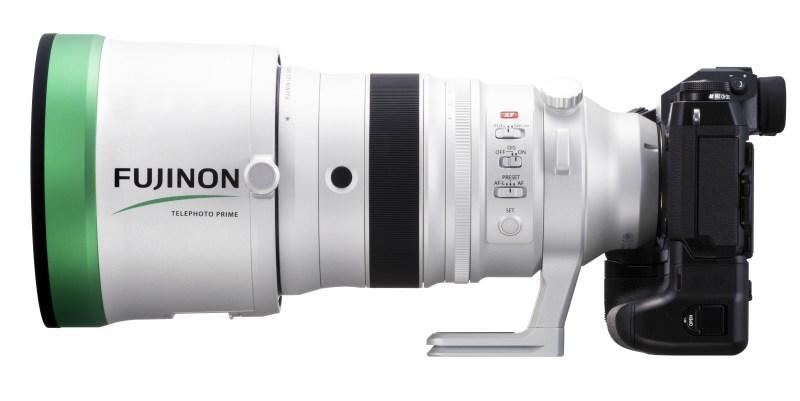 デジタルカメラ「Xシリーズ」用交換レンズ初となる、開放F値2.0の明るい望遠レンズ 放送・シネマ業界で採用されている「FUJINONレンズ」の技術で、高い解像力と豊かなボケ味を実現 大口径望遠単焦点レンズ「フジノンレンズ XF200mmF2 R LM OIS WR」