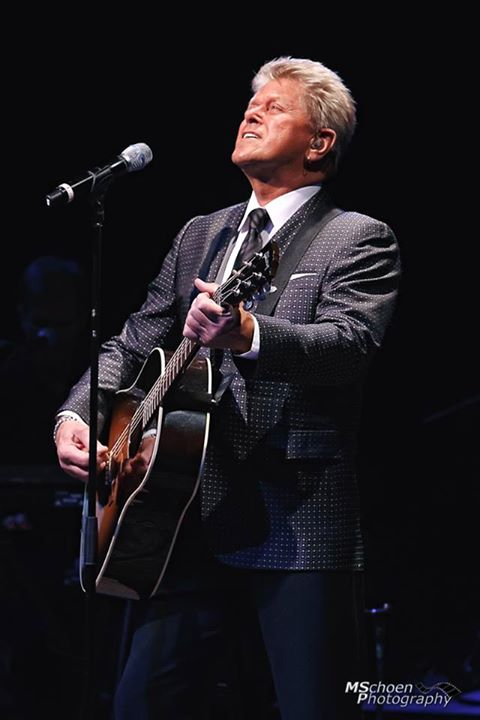Former Chicago Frontman Peter Cetera Performs At Iowa