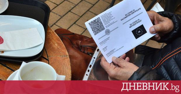 Ресторантите и търговските центрове останаха полупразни през първия ден от здравния сертификат – България