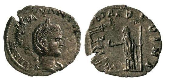 Оригиналът на една от монетите, подобен на тези, намерени в офиса на Папалезов, струва около 1000-1200 евро.