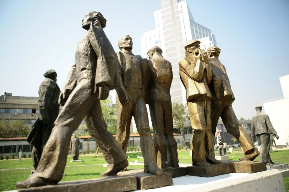 """По думите й, Музеят на социалистическото изкуство не е нито исторически, нито етнографски, нито политически, нито идеологически. Той показва изкуство, a изкуството няма цвят, независимо от времето, допълва г-жа Иванова.За първи път в България се създава такъв скулптурен парк, като голяма част от идват от колекцията на Националния музей на българското изобразително изкуство, а друга е предоставена от общини и други галерии. Голяма част от тях не са били показвани досега.На снимката: """"Смяна"""", Ива Хаджиева"""
