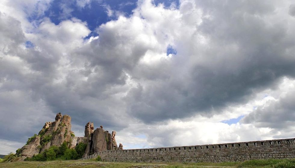 Белоградчишките скали са уникални скални образувания, разположени в западния Предбалкан и обхващат район, дълъг 30 км. и широк 15 км.