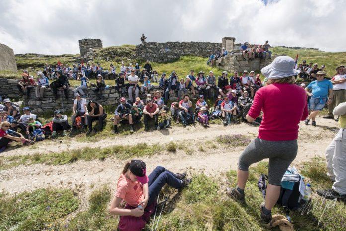 100 ДЕЦЕ ЗА 100 ГОДИНА: Стари планинари повели младе НА KАЈМАKЧАЛАН! Од призора са врха кренуће вам сузе (ФОТО) 3