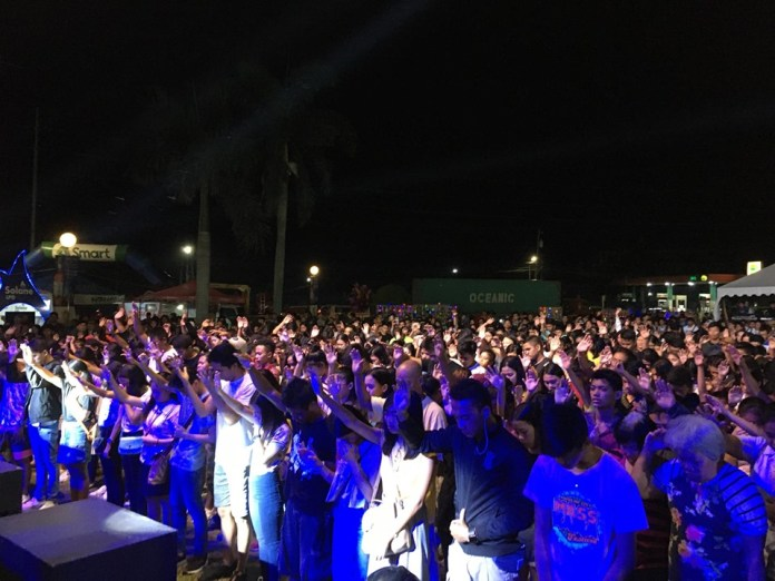 A sea of worshippers. The NGC grounds is flooded by a huge crowd, mostly members of the youth, to join the worship.  Photo by Elian Quilisadio