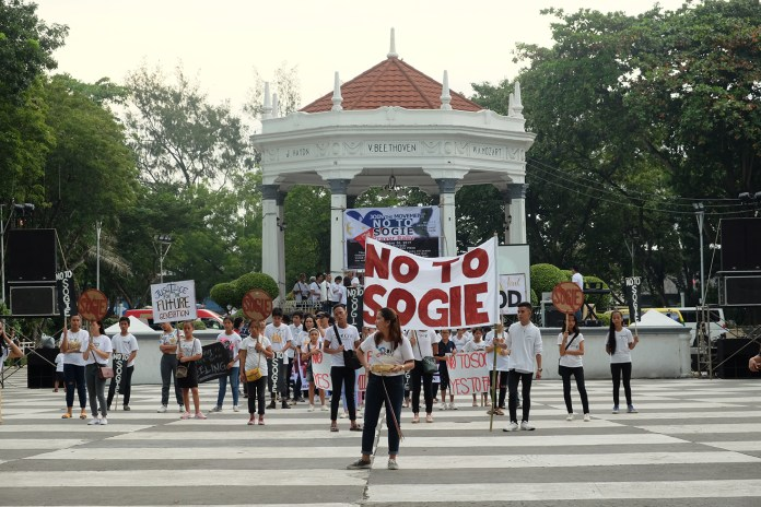 The Negros Inter-faith Against  Sogie, a broad coalition of people's organizations, NGOs, religious  groups, and schools against the converge in the Plaza to protest the  passage of the SOGIE Equality Bill.  Photo by Lourdes Rae Antenor