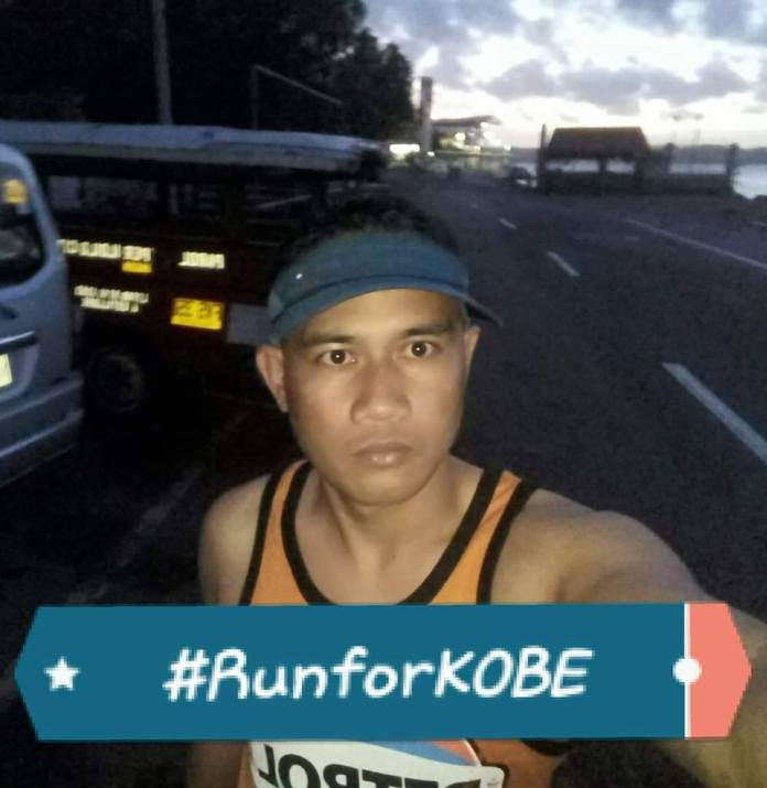 A runner in Iloilo City does a solidarity run with the Bacolod runners yesterday to honor Kobe Bryant. | Photo courtesy of John Julien Gadian