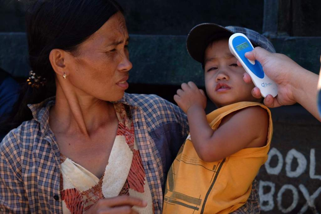 Mother and child are subjected to a thermal scan at the Sum-ag checkpoint to ensure that they have not developed flu like symptoms. | Photo by Banjo C. Hinolan