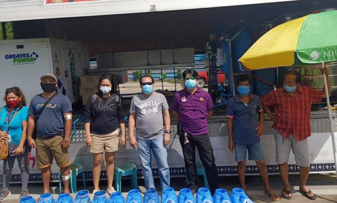 Rotary Club of Bacolod special ops on water distribution at Brgy. Alijis with Club Director Carlo Reyes. Brgy. Kagawad de la Vega and Purok officials.