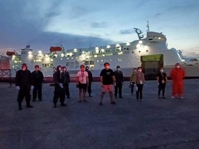 Councilor Israel Salanga, seen here with his team, waits for the arrival of the vessel bearing repatriated OFWs. | Photo taken from Councilor Salanga's Facebook Page