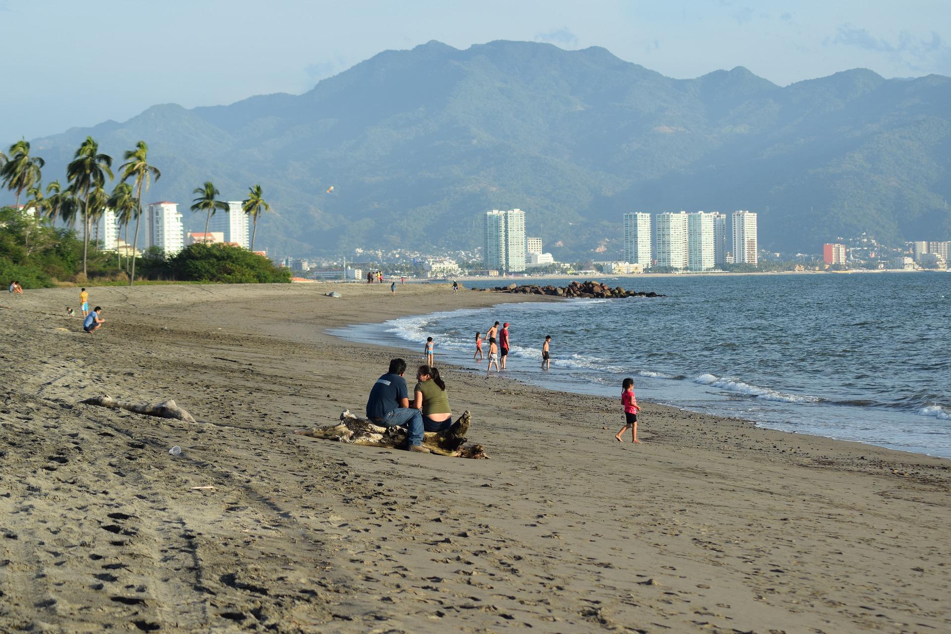beach-4462246_1920.jpg