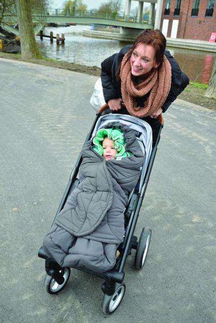 BKP702_Zinc-Emerald_stroller_outside10 copy