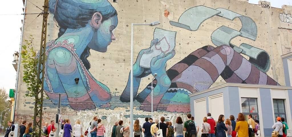 Polski mural - wielkoformatowa sztuka w miejskim stylu.