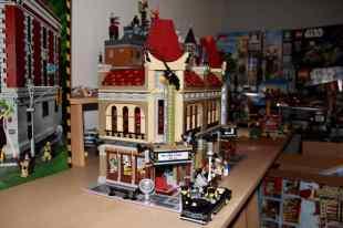 Lego Palace Cinema doppelt mit Doctor Strange Portalbestie 01