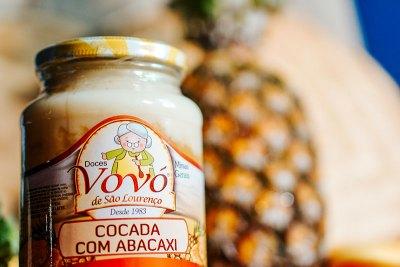 Cocada com puro sabor do abacaxi