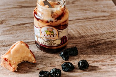 Cocada tradicional da vovó feita com ameixa