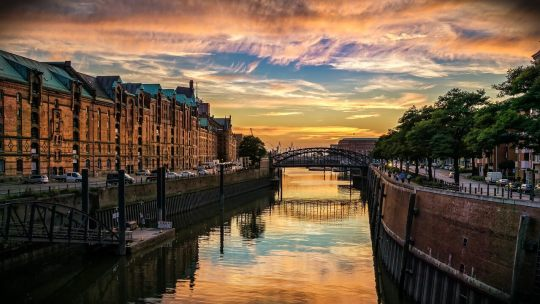 Les destinations les plus romantiques pour un séjour en péniche sur le canal