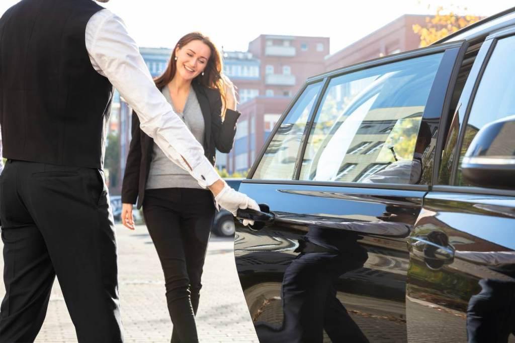 Pourquoi voyager avec un chauffeur privée - Avis et Conseils
