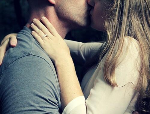 kiss-initiating_sex-sex-ideas