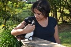 Mujer embarazada y gato