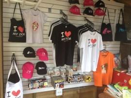 Camisetas, bolsos y gorras para los amantes de los animales