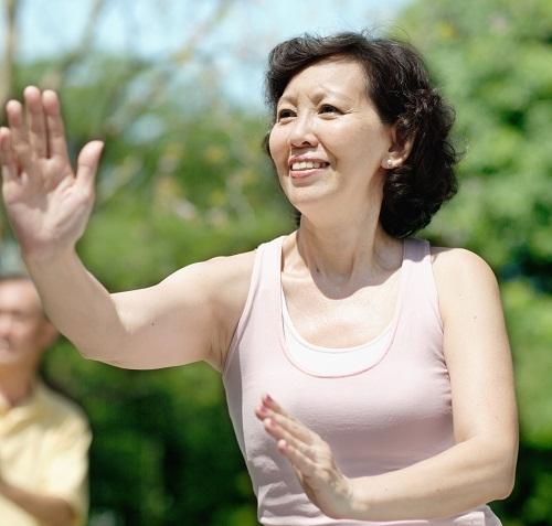 Photographie d'une pratiquant de tai chi chuan