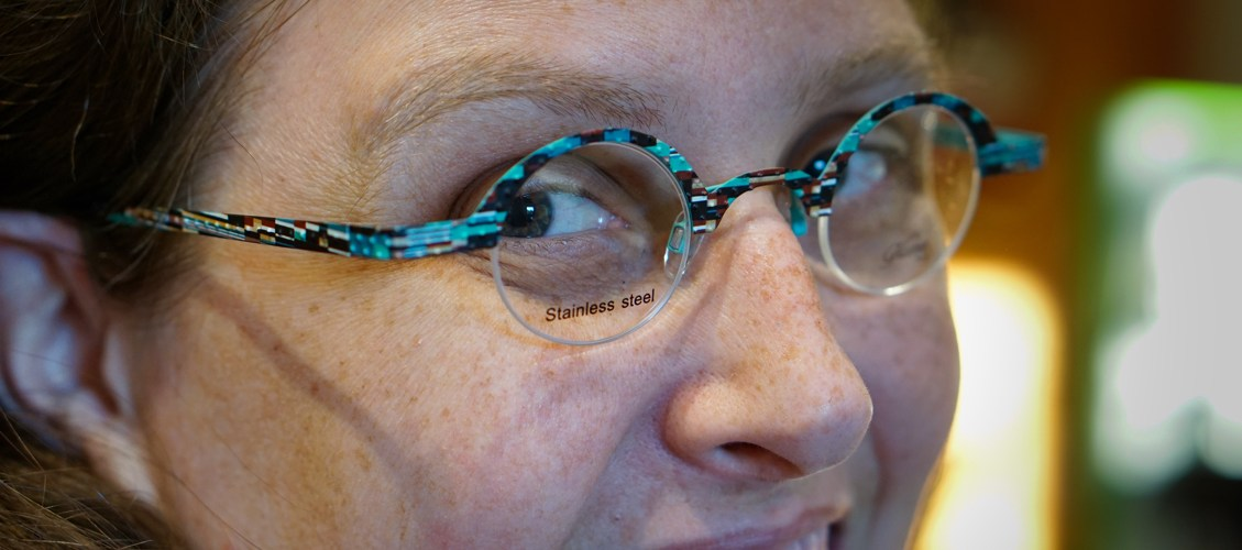 Closeup of the round glasses, you can see the rectangular shapes like flags and the bumps on the frames.