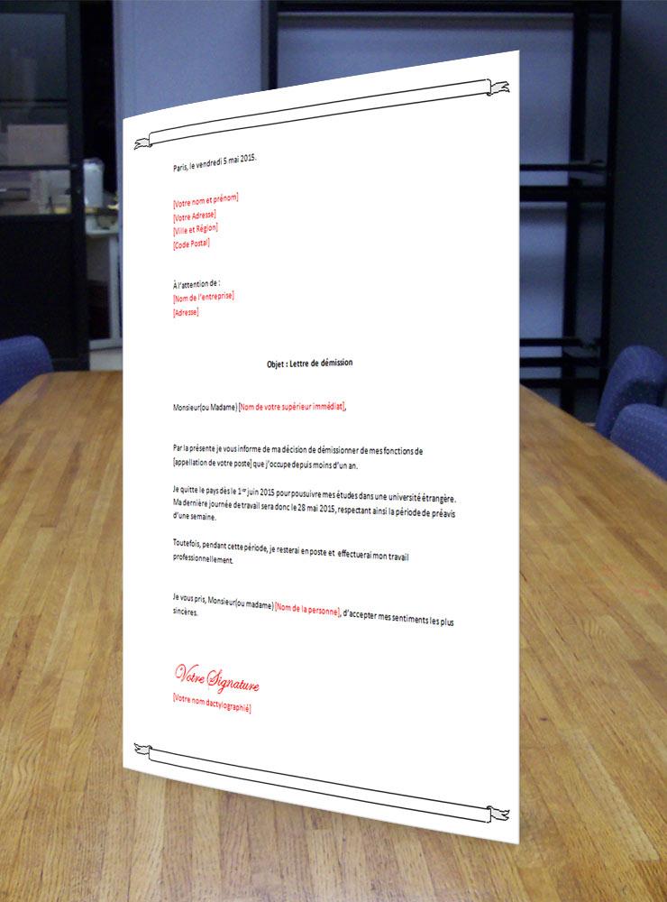 lettre_de_demission_voyage_pour_etudes_sur_bureau