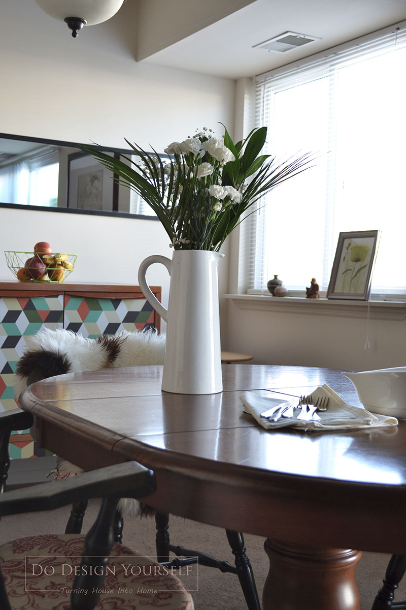 rental dining room decorated with fresh white flowers in white pitcher